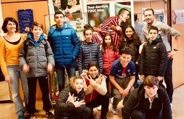 Une partie de l'équipe du club Média dans le hall de Nice-Matin